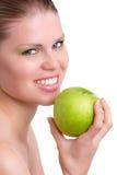 Γυναίκα με την πράσινη Apple Στοκ Φωτογραφίες