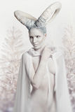 Γυναίκα με την σώμα-τέχνη αιγών Στοκ Εικόνα