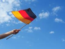 Γυναίκα με τη γερμανική σημαία Στοκ φωτογραφία με δικαίωμα ελεύθερης χρήσης