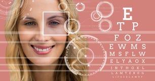 Γυναίκα με τη λεπτομέρεια κιβωτίων εστίασης ματιών και τις γραμμές και τη διεπαφή δοκιμής ματιών Στοκ φωτογραφίες με δικαίωμα ελεύθερης χρήσης