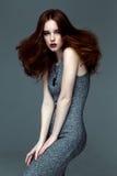 Γυναίκα με τη μόδα hairstyle στοκ φωτογραφία με δικαίωμα ελεύθερης χρήσης