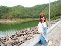 Γυναίκα με τη φυσική άποψη στην Ταϊλάνδη Στοκ εικόνες με δικαίωμα ελεύθερης χρήσης
