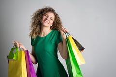 Γυναίκα με τις αγορές στοκ εικόνες με δικαίωμα ελεύθερης χρήσης