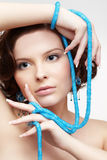 Γυναίκα με τις χάντρες κιρκιριών στοκ εικόνα με δικαίωμα ελεύθερης χρήσης