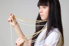 Γυναίκα με τις χάντρες Στοκ Εικόνες