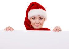 Γυναίκα με τον κενό κενό πίνακα εμβλημάτων Χριστούγεννα Στοκ εικόνα με δικαίωμα ελεύθερης χρήσης