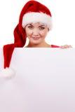 Γυναίκα με τον κενό κενό πίνακα εμβλημάτων Χριστούγεννα Στοκ φωτογραφίες με δικαίωμα ελεύθερης χρήσης