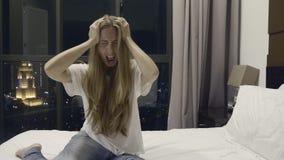 Γυναίκα με τον πονοκέφαλο απόθεμα βίντεο