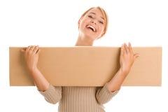 Γυναίκα με το κιβώτιο χαρτονιών Στοκ Φωτογραφία