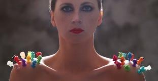 Γυναίκα με το κόκκινο κραγιόν στοκ φωτογραφία με δικαίωμα ελεύθερης χρήσης