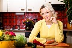 Γυναίκα με το λαχανικό στοκ εικόνες