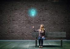 Γυναίκα με το μπαλόνι Στοκ φωτογραφία με δικαίωμα ελεύθερης χρήσης