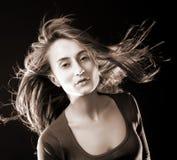 Γυναίκα με το πέταγμα τριχώματος Στοκ εικόνες με δικαίωμα ελεύθερης χρήσης