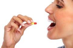 Γυναίκα με το προφορικό χάπι Στοκ Εικόνες
