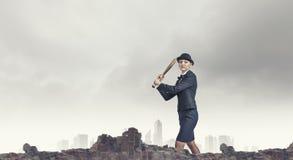 Γυναίκα με το ρόπαλο του μπέιζμπολ Στοκ Εικόνες