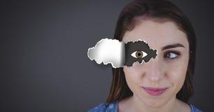 Γυναίκα με το σχισμένο έγγραφο για το μάτι και το σχέδιο ματιών Στοκ Εικόνα