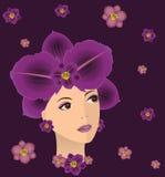 Γυναίκα με το τρίχωμα από τα λουλούδια. Στοκ φωτογραφία με δικαίωμα ελεύθερης χρήσης