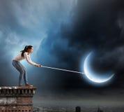 Γυναίκα με το φεγγάρι Στοκ εικόνα με δικαίωμα ελεύθερης χρήσης