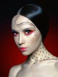 Γυναίκα με το φωτεινό κόκκινο makeup στοκ φωτογραφία με δικαίωμα ελεύθερης χρήσης