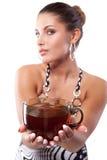 Γυναίκα με το φλυτζάνι του τσαγιού στοκ φωτογραφία