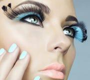 Γυναίκα με το χρώμα eyelashes στοκ φωτογραφίες με δικαίωμα ελεύθερης χρήσης
