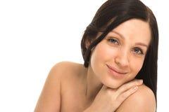 Γυναίκα με το όμορφο πορτρέτο Brunette στούντιο υγιών μακρυμάλλες και δερμάτων νέο Στοκ εικόνα με δικαίωμα ελεύθερης χρήσης