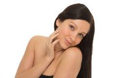 Γυναίκα με το όμορφο πορτρέτο Brunette στούντιο υγιών μακρυμάλλες και δερμάτων νέο Στοκ φωτογραφίες με δικαίωμα ελεύθερης χρήσης