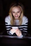 Γυναίκα με το lap-top και το smartphone, Στοκ Εικόνες