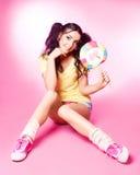 Γυναίκα με το lollipop στοκ φωτογραφία με δικαίωμα ελεύθερης χρήσης
