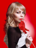 Γυναίκα με το lollipop Στοκ εικόνες με δικαίωμα ελεύθερης χρήσης