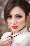 Γυναίκα με το makeup και τις πολύτιμες διακοσμήσεις στοκ φωτογραφία με δικαίωμα ελεύθερης χρήσης