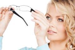 Γυναίκα με eyeglasses Στοκ εικόνες με δικαίωμα ελεύθερης χρήσης