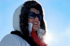 Γυναίκα με Suglasses το χειμώνα Στοκ εικόνες με δικαίωμα ελεύθερης χρήσης