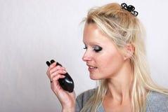 Γυναίκα με walkie-talkie στοκ εικόνα με δικαίωμα ελεύθερης χρήσης