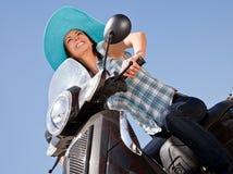 γυναίκα μοτοποδηλάτων ε στοκ εικόνες με δικαίωμα ελεύθερης χρήσης
