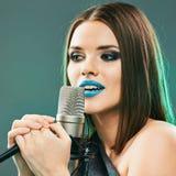Γυναίκα μουσικής Πρότυπος τραγουδιστής Πορτρέτο ομορφιάς Στοκ φωτογραφία με δικαίωμα ελεύθερης χρήσης