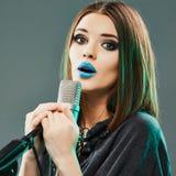 Γυναίκα μουσικής, πρότυπος τραγουδιστής, πορτρέτο ομορφιάς Στοκ εικόνα με δικαίωμα ελεύθερης χρήσης