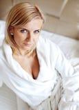 γυναίκα μπουρνουζιών Στοκ εικόνα με δικαίωμα ελεύθερης χρήσης