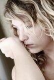 γυναίκα μυρωδιάς στοκ εικόνα με δικαίωμα ελεύθερης χρήσης