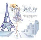 Γυναίκα μόδας κοντά στον πύργο του Άιφελ στο Παρίσι, έμβλημα μόδας με το πρότυπο κειμένων, αγγελίες μέσων on-line αγορών κοινωνικ απεικόνιση αποθεμάτων