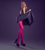Γυναίκα μόδας, φόρεμα τσεκιών γοητείας Εξάρτηση κόμματος Στοκ εικόνα με δικαίωμα ελεύθερης χρήσης