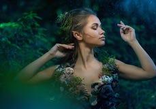 Γυναίκα νεραιδών σε ένα δάσος Στοκ Φωτογραφίες
