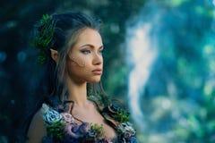 Γυναίκα νεραιδών σε ένα δάσος Στοκ Εικόνα