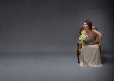 Γυναίκα νυφών που ανατρέχει στοκ φωτογραφία
