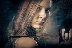 γυναίκα ξιφών Στοκ εικόνες με δικαίωμα ελεύθερης χρήσης