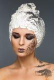Γυναίκα ομορφιάς με τους σπόρους παπαρουνών hairstyle στοκ εικόνες με δικαίωμα ελεύθερης χρήσης