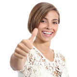Γυναίκα ομορφιάς με το τέλειο χαμόγελο και τα άσπρα δόντια που ο αντίχειρας επάνω Στοκ Φωτογραφίες