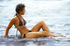 Γυναίκα ομορφιάς στην παραλία Στοκ Φωτογραφία