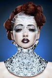 Γυναίκα ομορφιάς makeup με τα κρύσταλλα στο πρόσωπο στοκ εικόνες