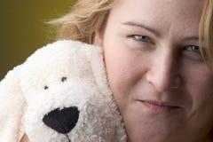 γυναίκα ουσίας κουταβ&i Στοκ Φωτογραφία